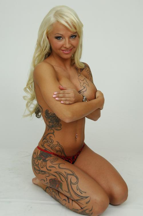 tattoo-maedchen-nackt