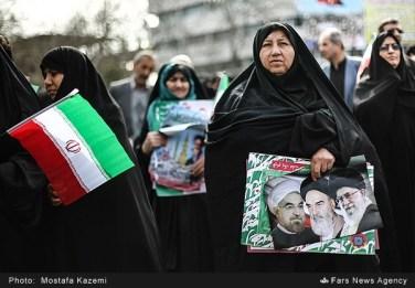 تصاویری از دلقکهای اسلامی در کارناوال 22 بهمن،…..ادامه مطلب را در وبلاگ بخوانید