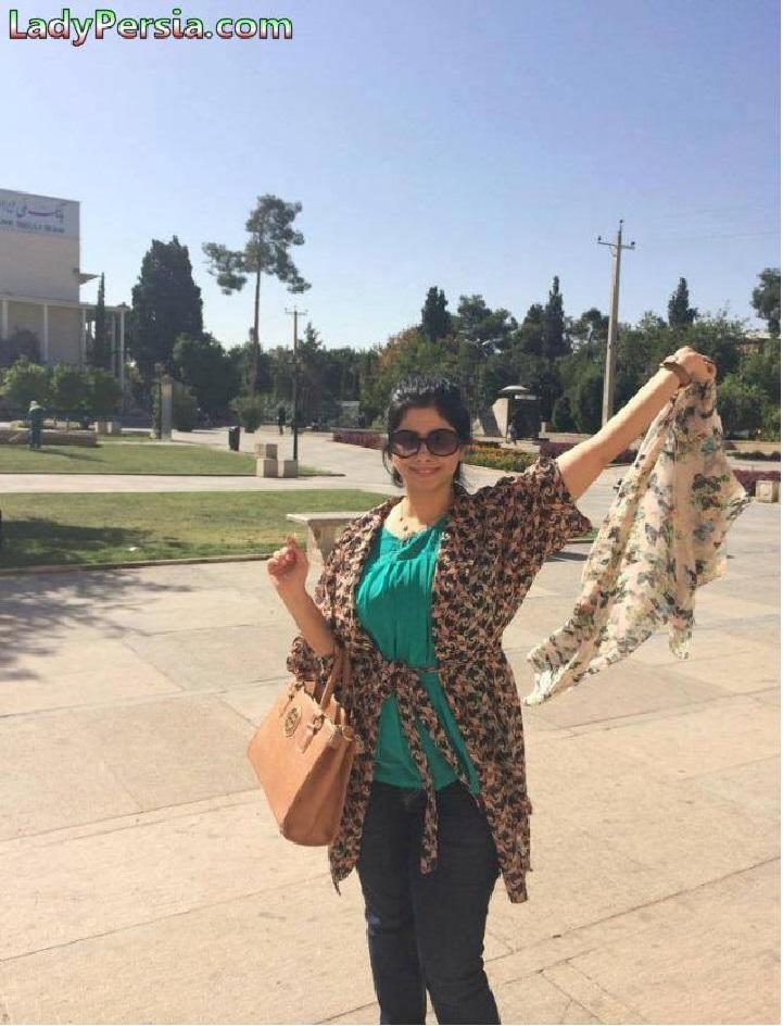 تصویری از زنان و دختران ایرانی در مبارزه با حجاب اجباری