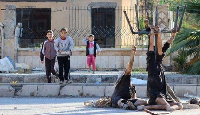 نمایش اجساد قربانیان داعش در برابر کودکان